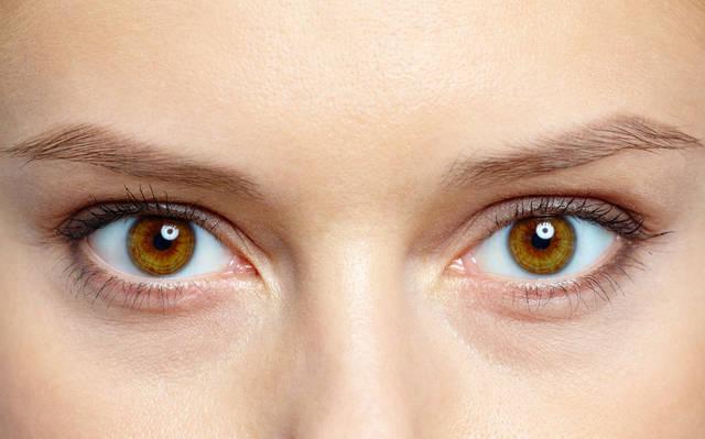 澄んだ瞳は美人の証!噂のアイエイジング、まだしてないの?
