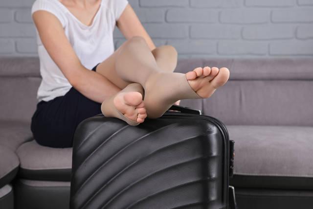 実は危険?飛行機に乗るときは着圧ソックスに気を付ける!