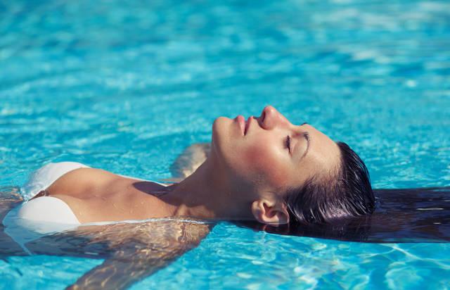 海にもプールにも!水に強いメイクで、夏を楽しもう!