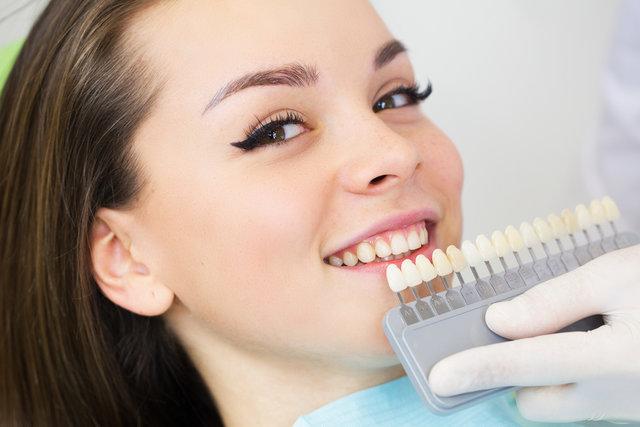 真っ白い歯になるには何がいいの?歯科クリニック、セルフケアなど徹底解剖