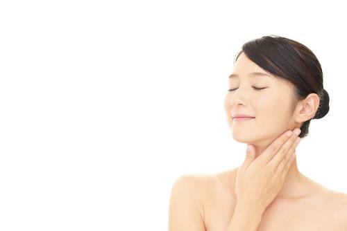 お顔のたるみの原因と特徴