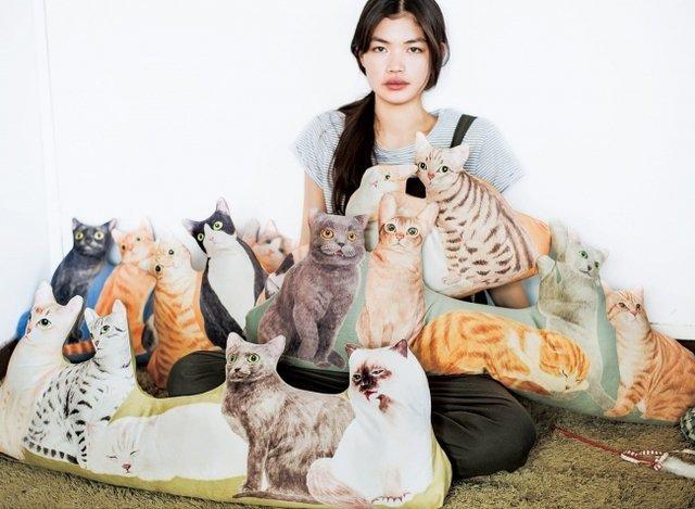 猫グッズがにゃんとも愛おしい♡「猫抱っこTシャツ」で癒やされよう