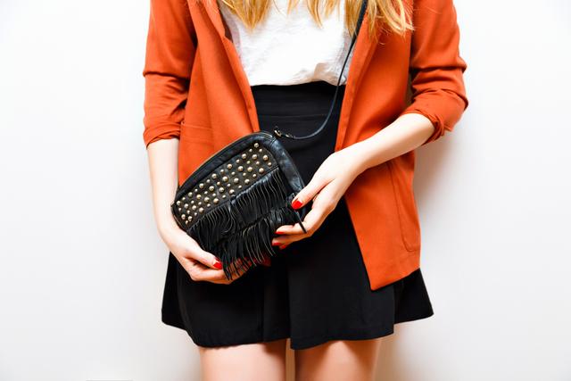 30代モテファッションのマストアイテム「ミニバッグ」が大流行中!