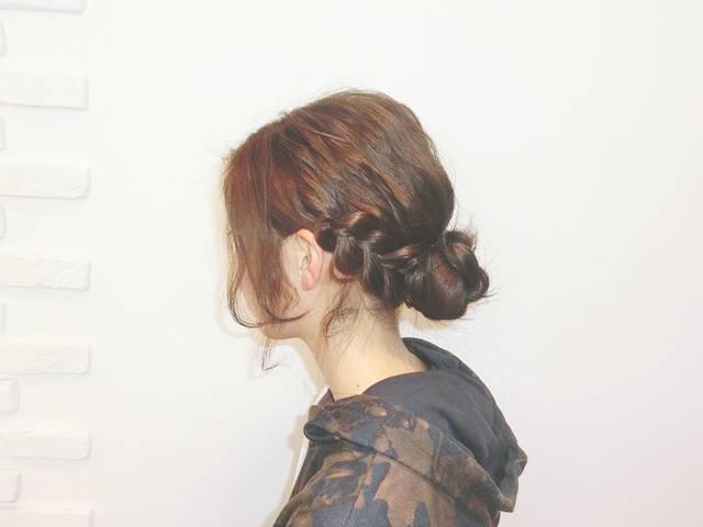低めに作るお団子がゆるっとかわいい!大人な雰囲気の簡単まとめ髪ヘアアレンジ☆