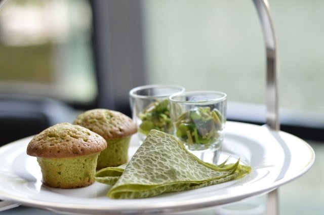 抹茶クレープとポテトのサンドウィッチ