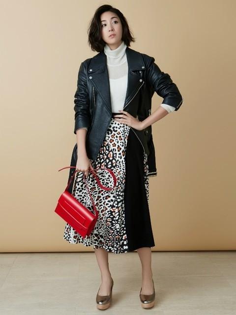 河野悦子のファッションで使用していたLAGUNAMOON (ラグナムーン)のミモレスカート