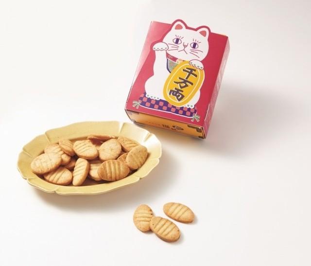 にしのみにゃ部 しあわせまねき猫の小判型ビスケット(チーズ味)