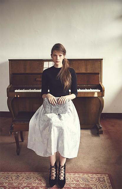 校閲ガールで着用のNoela(ノエラ)フロッキー花柄ボリュームロングスカート