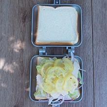 蒸し鶏とひんやり塩レモンのホットサンド/作り方
