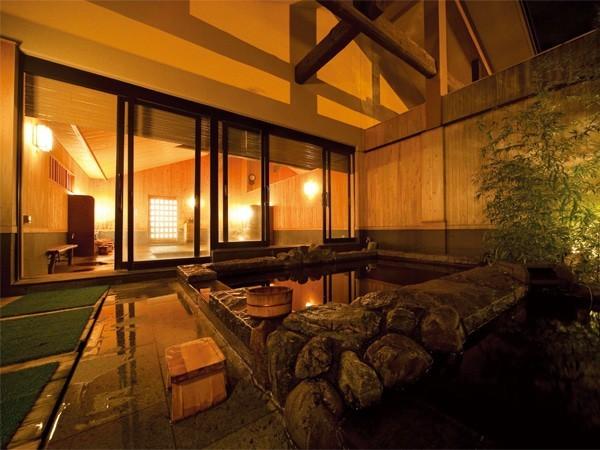 日帰り温泉、関東にある 稲村ヶ崎温泉の露天風呂