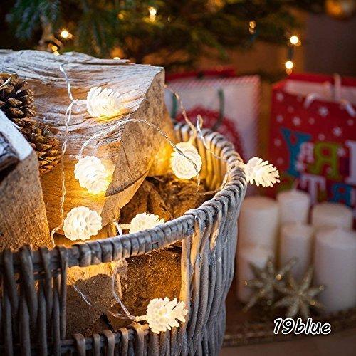 クリスマスの飾り付け、松ぼっくり イルミネーション