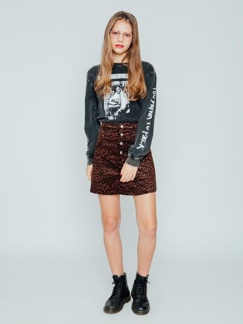 ジュエティ/ボタンフライスカート