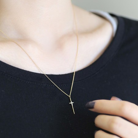 クリスマスジュエリー/シエナ/6粒のダイヤを宿したクロスネックレス