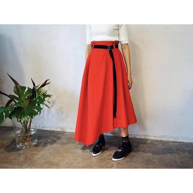 校閲ガールの衣装 スカート