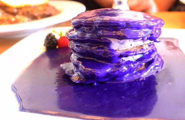 『Yogur Story』のウベパンケーキ