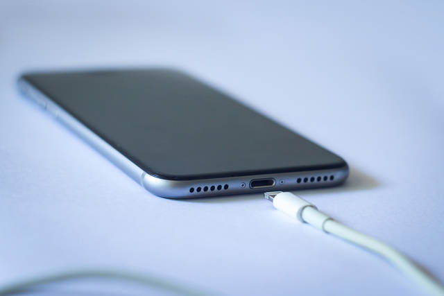 iPhoneバッテリーの交換には、お金がかかります