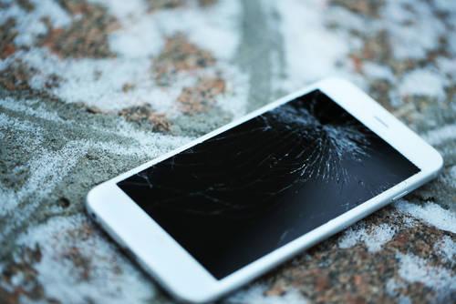 iPhoneが故障した時に修理するメリット・デメリット