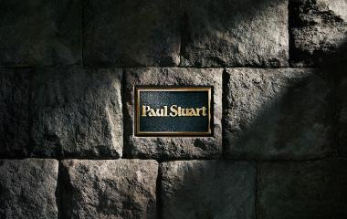 ポール・スチュアート 青山店のエントランスを囲む石垣