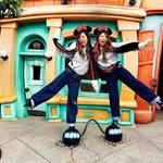 親友とディズニー行くならやっぱり双子コーデ♪ディズニーの最新双子コーデ30選!