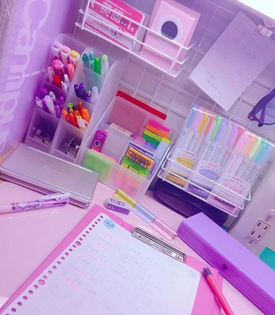 100均アイテムでもok 勉強垢でも見かける みんなが工夫している勉強机の上 デスク収納 ガールズキャラクターマガジン Shuu Shuu Girl