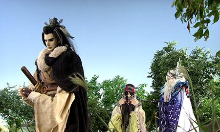 凜雪鴉と殤不患と共に兄の仇を打つために旅に出る丹翡