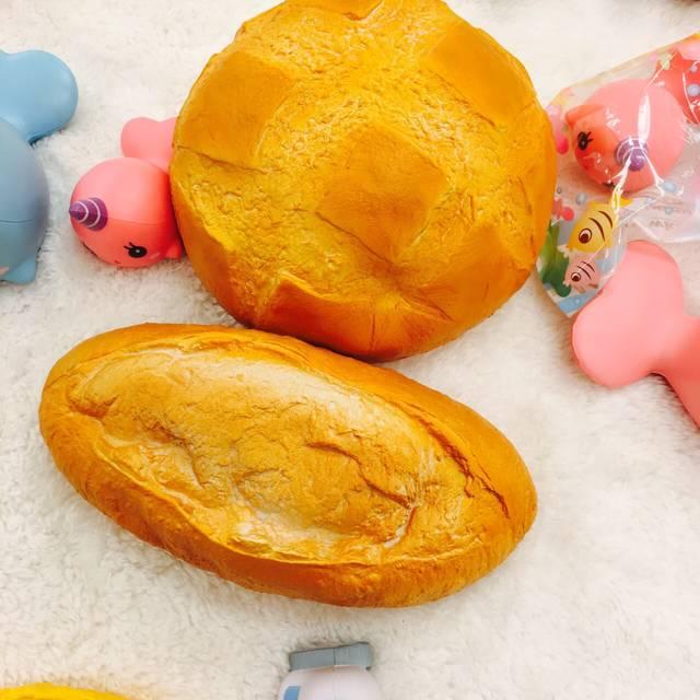 新作の丸い大きいパン『ブール ドゥ カンパーニュ』(2...
