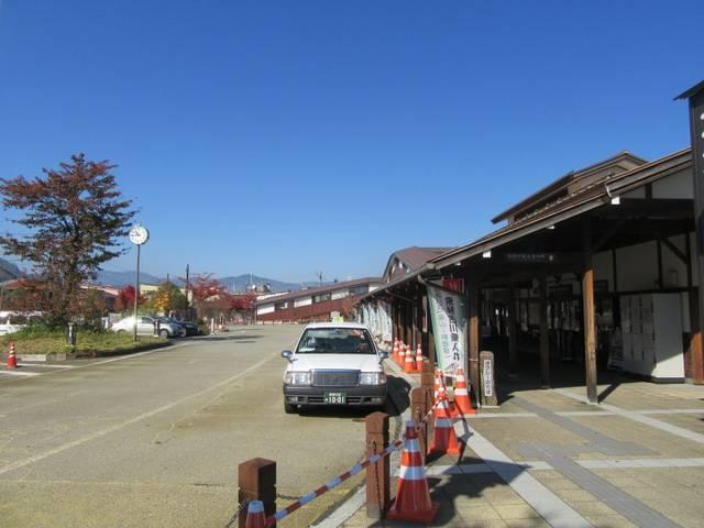 駅前バスターミナル (Bus terminal at ...