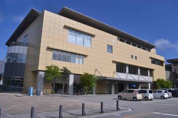 飛騨市図書館 (Public library)