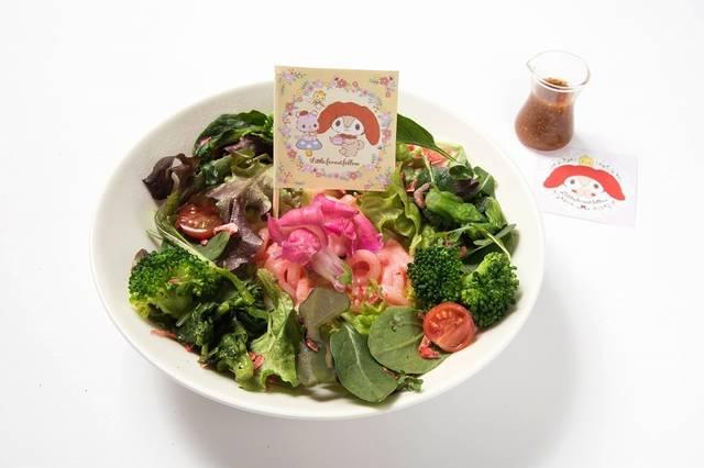 サラダたっぷり♪森のピンクうどん 1,134円(税込)