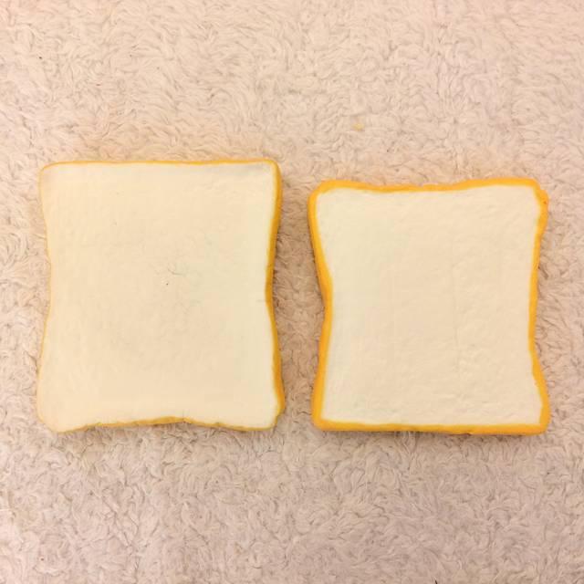 復刻版牛乳ひたしパンと牛乳ひたしパンの大きさ比較