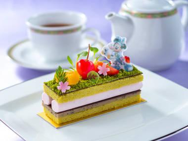 ピスタチオと桜のケーキ