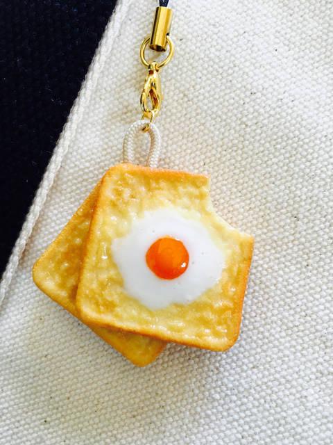 【スクイーズ】ふわふわ握れる目玉焼きトーストストラップ