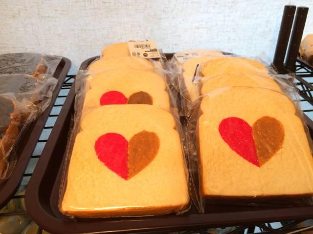 Cafe de N(カフェドエヌ)のハートトーストスクイーズ
