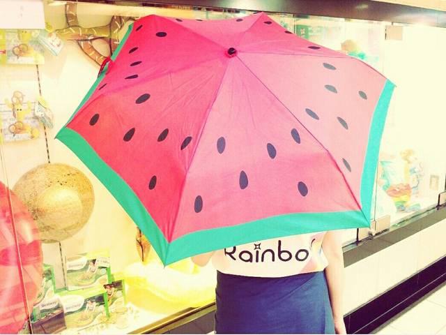 スイカの折り畳み傘。可愛い。