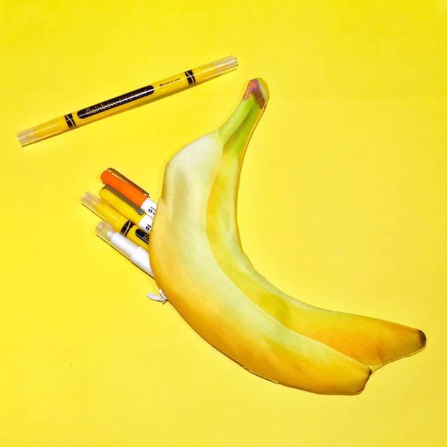 リアルバナナがプリントされたペンケース。
