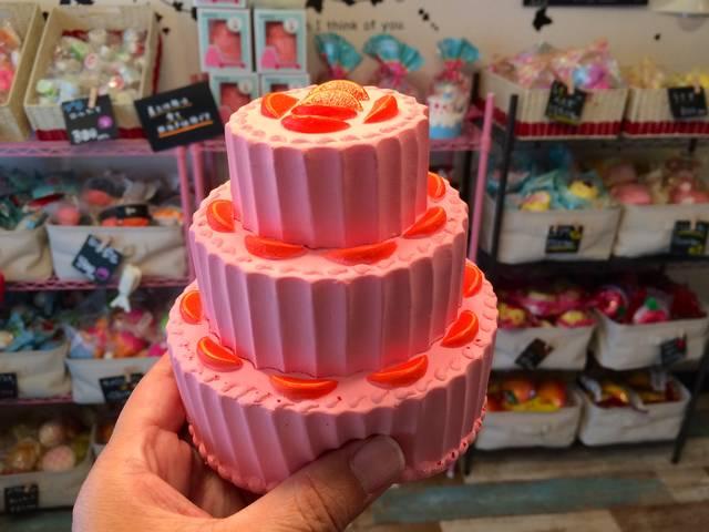3段ホールケーキ
