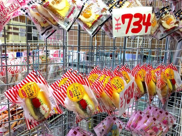 ミニ目玉焼き厚切りトースト734円、ミニ焼きそばパン780円