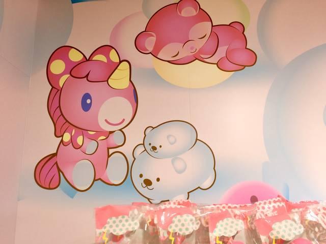 ピンクのユニコーンとピンクのたぬき?クマ?がいますね❤...