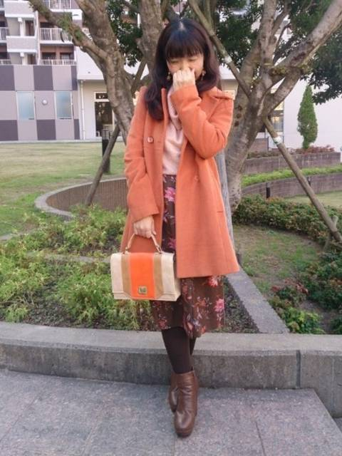 オレンジのコート&バッグ