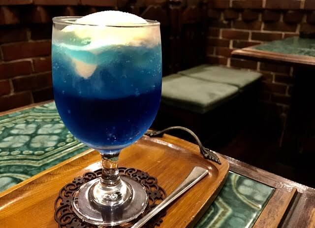 青いクリームソーダ
