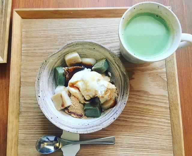 うめぞのカフェ&ギャラリーで生麩パフェと抹茶豆乳ミルク...