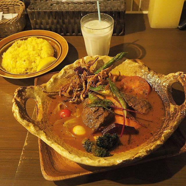 ほろほろ厚切り牛タンと旬の彩り野菜カレー!