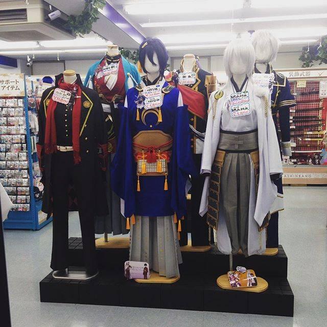 "@reiridinghood on Instagram: ""Awesome 刀剣乱舞 cosplay display. We keep seeing 刀剣乱舞 goods, doujin etc EVERYWHERE,"" (51552)"