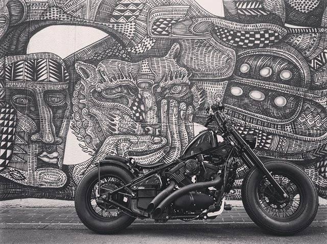 ブラック&ホワイトが似合うクールな壁!