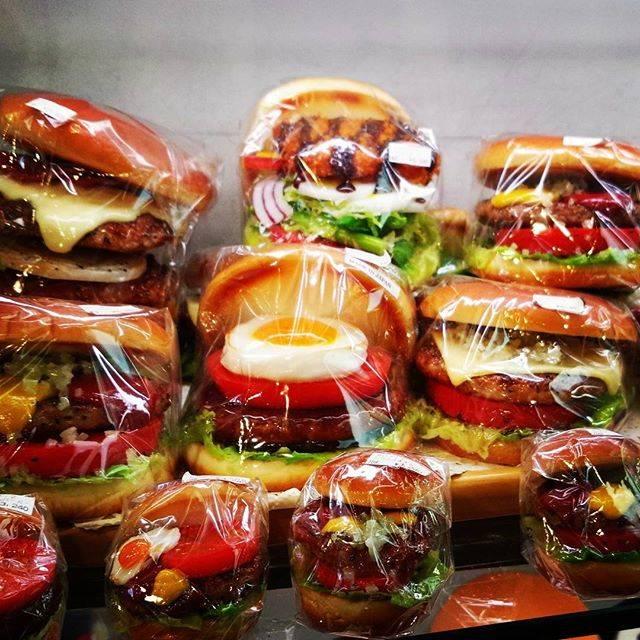 """Hamburger-Airi on Instagram: """"かっぱ橋にて。店内撮影OKと書いてあったので撮らせてもらいました。本当は買いたい。。#ハンバーガー #hamburger #fakefood"""" (54335)"""