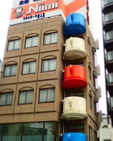 "Takahashi  Yoshiyuki on Instagram: ""かっぱ橋道具街のビル。ティーカップのベランダが可愛い~#jp #jpn #team_jp_ #japan #tokyo #taitouku #kappabashi #東京 #台東区 #かっぱ橋 #かっぱ橋道具街 #niimi #teacup"" (54349)"