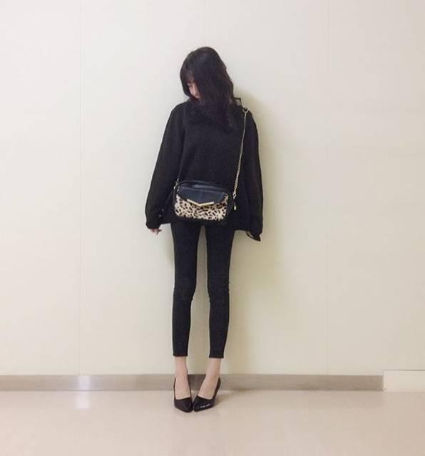 """アヤカ on Instagram: """"👚 ・ ・ ・ #黒スキニー に#gu の#ニット で#シンプル だけど、バッグで👜❤︎ ・ ・  これ、2年ぐらい前にどっかで買ったやつなんだけど、お気に入りの〜〜 ・ ・ ・ #fashion #outfit #ootd #code #codenate #l4l #l4f…"""" (55321)"""