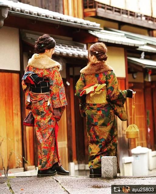 """四季織り on Instagram: """"着物を来ている人々が街に溢れますように⭐️ . 今回の着物美人さんは、ayumiさん(@ayu25803 )です☀️ 姉妹で着物をきて京都散策だなんて、羨ましいです❤️ 足元もドクターマーチンを合わせていてお洒落感upですね!! .…"""" (55424)"""