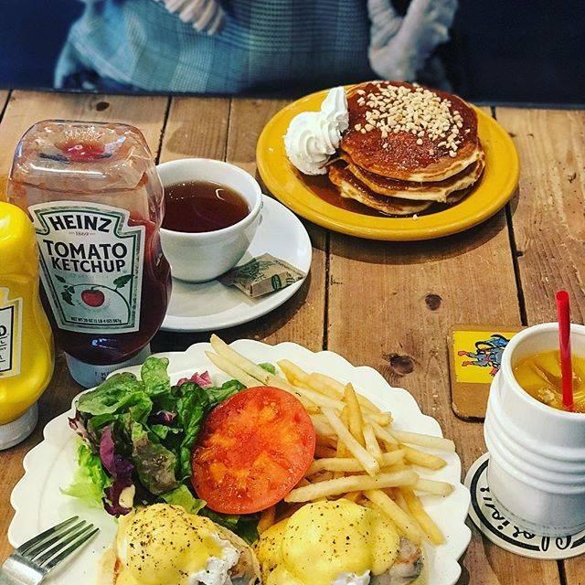 """Sho on Instagram: """"行ってみたかったGlorious Chain Café エッグベネディクト美味しかった〜 次行くときはハンバーガー食べてみたい( ˆoˆ ) 相方のバナナパンケーキ🥞予想以上に大きかった 笑  #GloriousChainCafé #sibuya #lunch…"""" (55965)"""