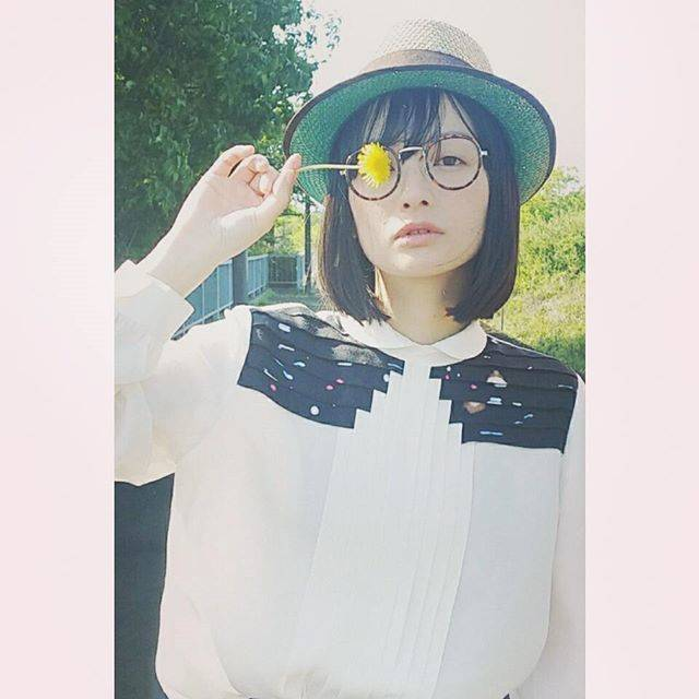 "TOM. on Instagram: ""自然と沢山の鳥の歌声にたーくさん癒されました🐦🎵まりこちゃんのこの表情に胸キュン♥@mariko_hiki_komori#茨木#testshoot#marikokomori#tommake #ミニマムメイク#ナチュラルメイク#naturalmakeup"" (57850)"